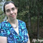 Feeling pretty in a Blue and Green Print Dress with Rocksbox Jewelry