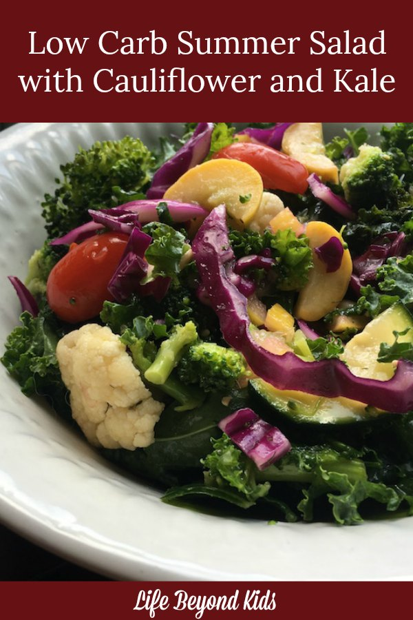 Eating low carb this summer does not need to be boring! Enjoy this salad with cauliflower and kale.