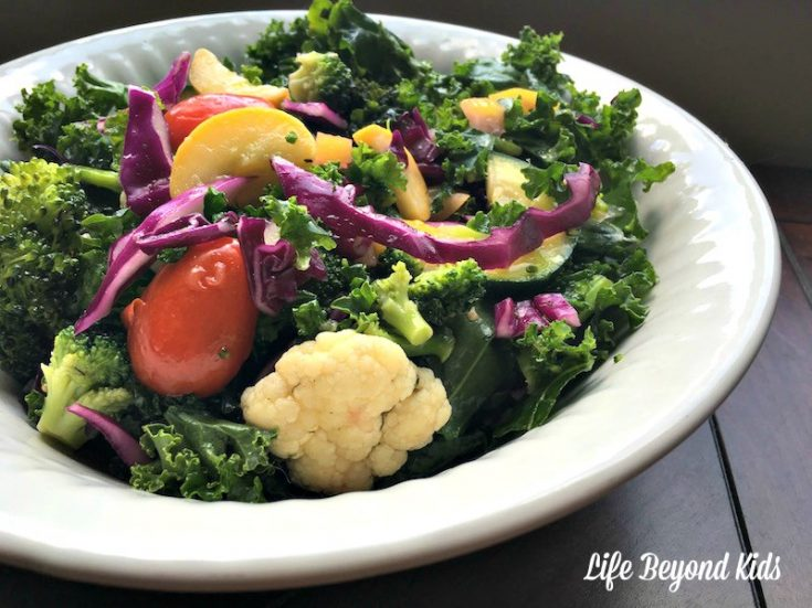 Low Carb Summer Salad with Cauliflower and Kale
